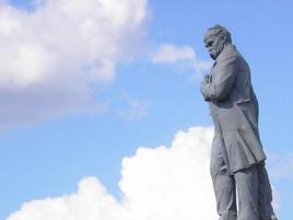 Пам'ятник Шевченкові до демонтажу, фото 2011 року - radiosvoboda.org