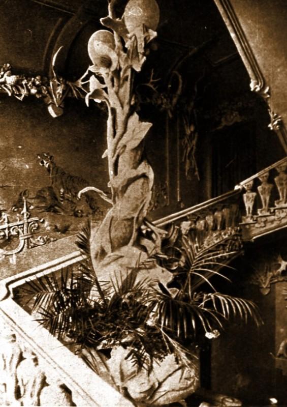 Парадні сходи (Фото 1904 р. Надано Музеєм історії Києва)