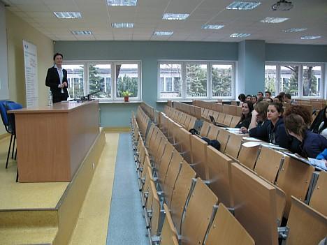 Викладачі погоджувалися перервати лекції, аби ми оглянули аудиторії.