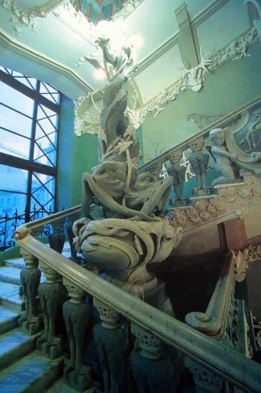 Парадні сходи (фото 2008 р., з сайту pravda.com.ua)