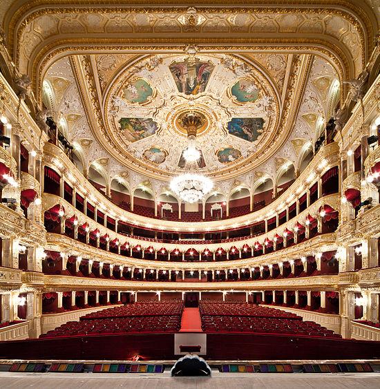 Зала Одеського оперного театру. Автор — Олександр Левицький та Дмитро Шаматажі