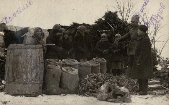 Вилучення у селян овочів, с. Ново-Красне, Арбузинський район, Одеська область, листопад 1932 року.