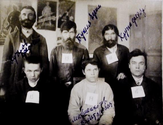 Фото повстанців К. І. та Ф. Крупа, І. Матвієнко, В. Донцов, Ф. Кучеров та Ю. Бушлі, с. Макартятине, Осинівський район Донецька область, 1930 рік.