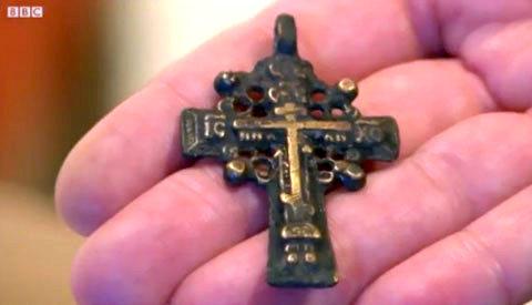 Натільний хрестик 17 століття