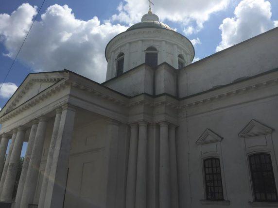 Грецька всіхсвятська церква 1782 року - нині ще й центр волонтерства та допомоги нашим військовим. Фото facebook.com/Микола Томенко